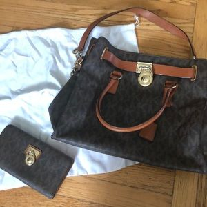 Michael Kors Hamilton tote and wallet set